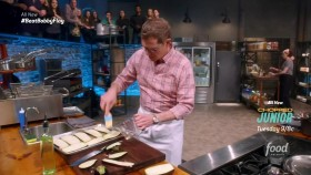 Beat Bobby Flay S21E01 Use Your Noodle 720p HDTV x264-W4F EZTV