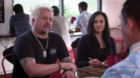 Diners Drive Ins And Dives S30E09 Spinning the Globe WEBRip x264-CAFFEiNE EZTV