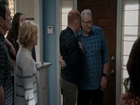 View Torrent Info: Modern.Family.S11E17E18.iNTERNAL.480p.x264-mSD[eztv]