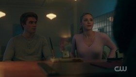 Riverdale US S02E09 iNTERNAL 720p WEB x264-BAMBOOZLE[eztv]